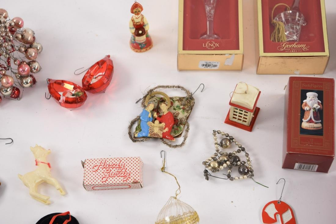 GROUPING OF CHRISTMAS ORNAMENTS INCL VINTAGE - 8