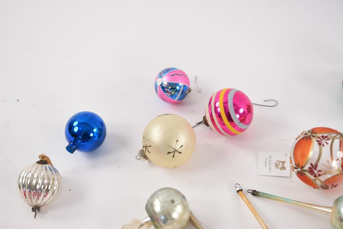 GROUPING OF VINTAGE CHRISTMAS ORNAMENTS - 2