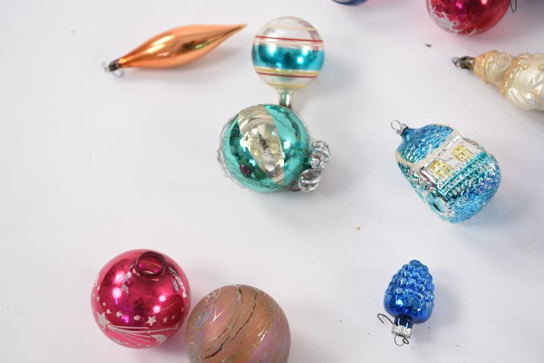 GROUPING OF VINTAGE CHRISTMAS ORNAMENTS - 4