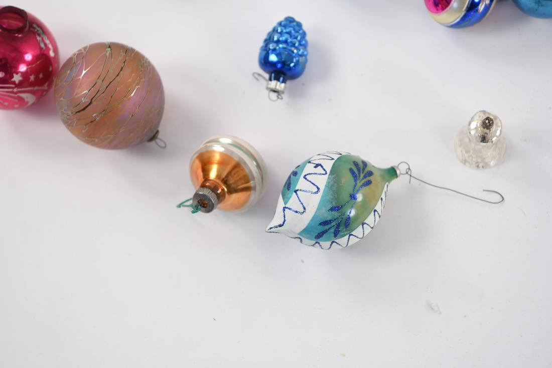 GROUPING OF VINTAGE CHRISTMAS ORNAMENTS - 5