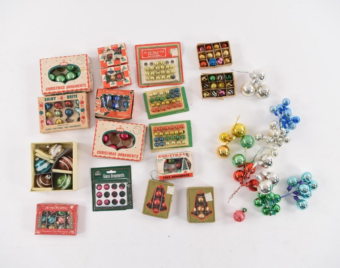 GROUPING OF SMALL VINTAGE CHRISTMAS ORNAMENTS