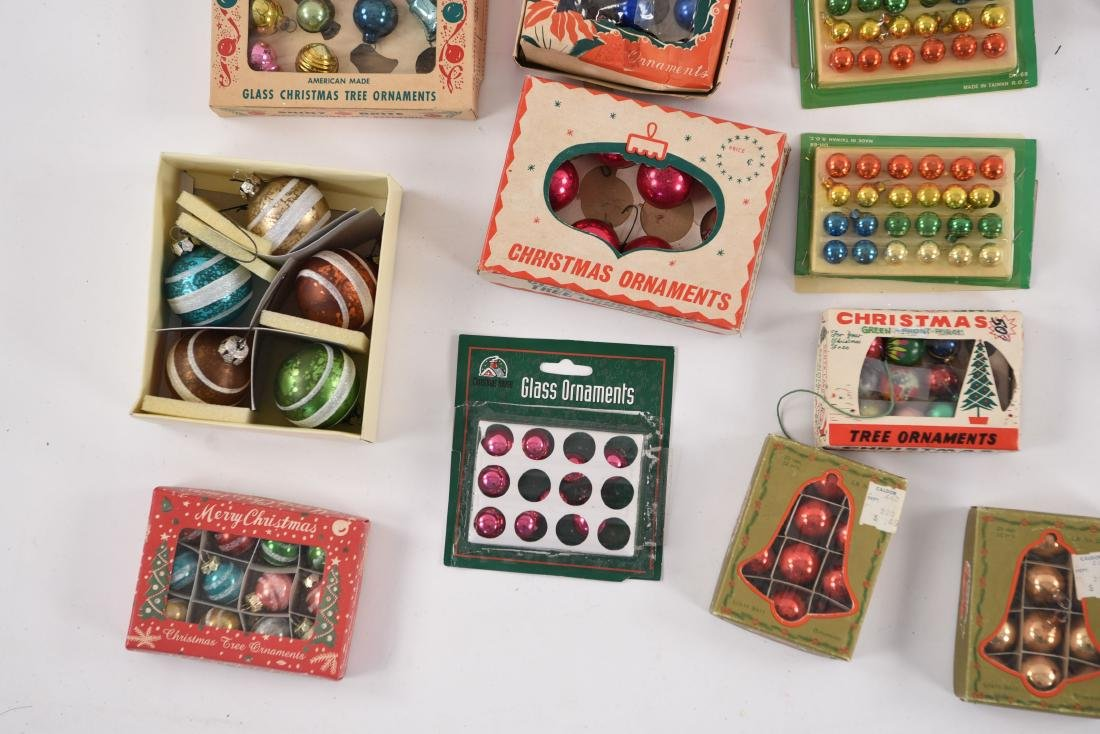 GROUPING OF SMALL VINTAGE CHRISTMAS ORNAMENTS - 3