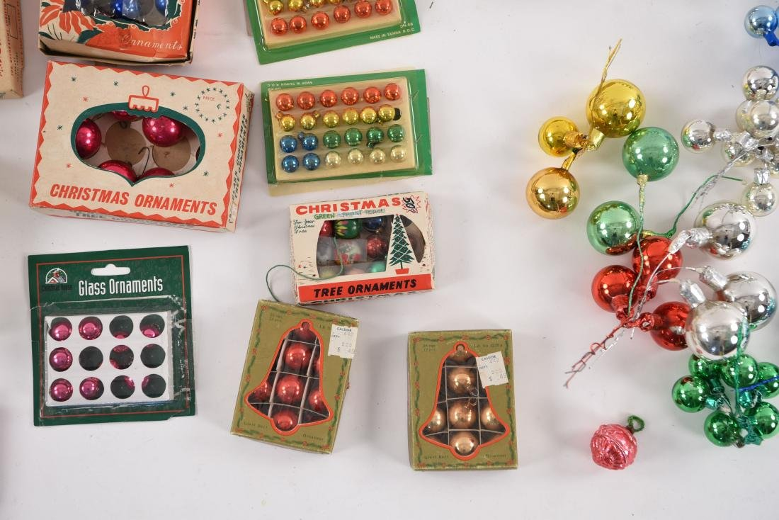 GROUPING OF SMALL VINTAGE CHRISTMAS ORNAMENTS - 5