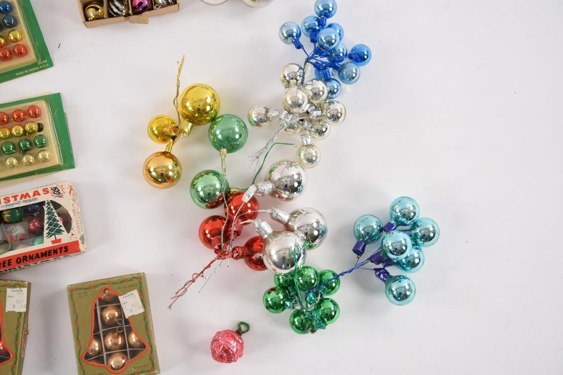 GROUPING OF SMALL VINTAGE CHRISTMAS ORNAMENTS - 6