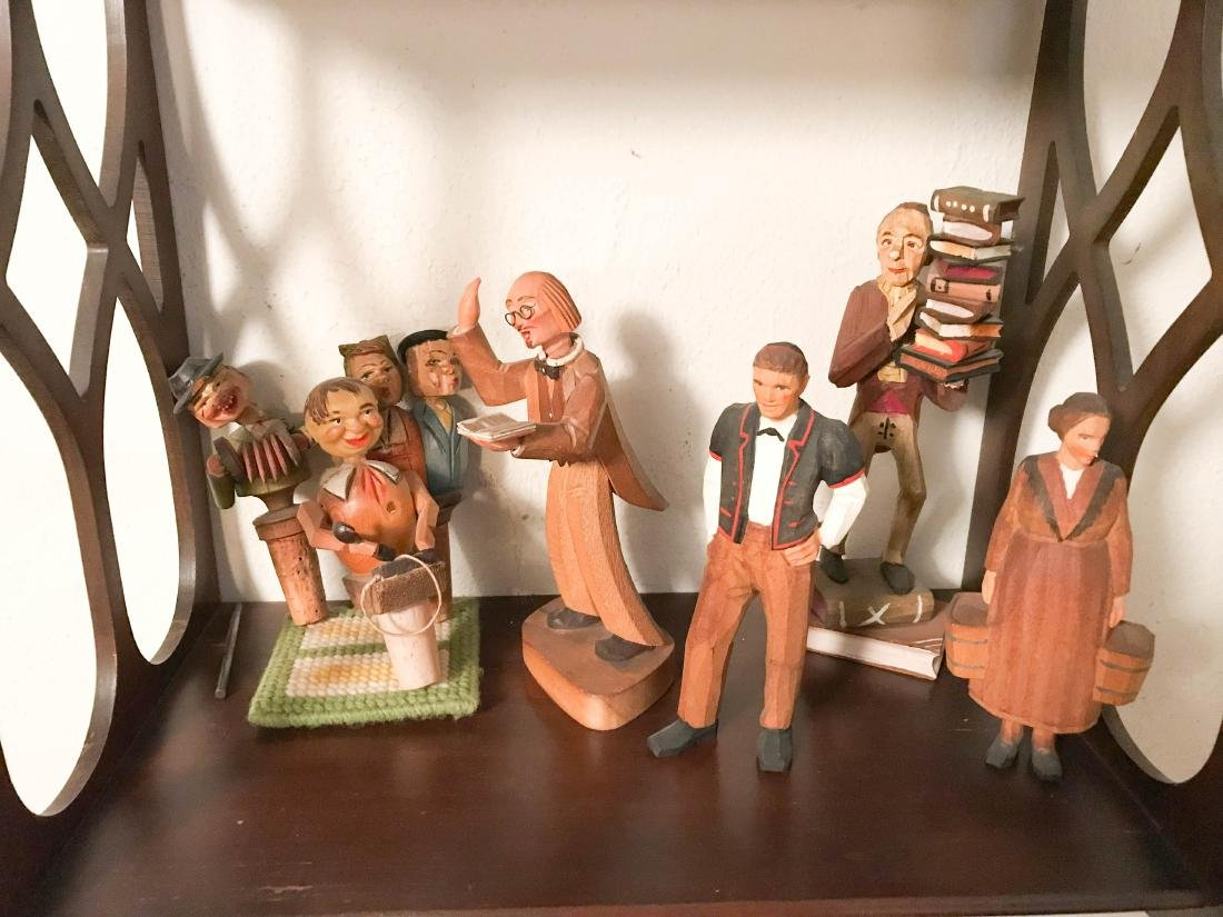 GROUPING OF VINTAGE CARVED WOODEN FIGURES