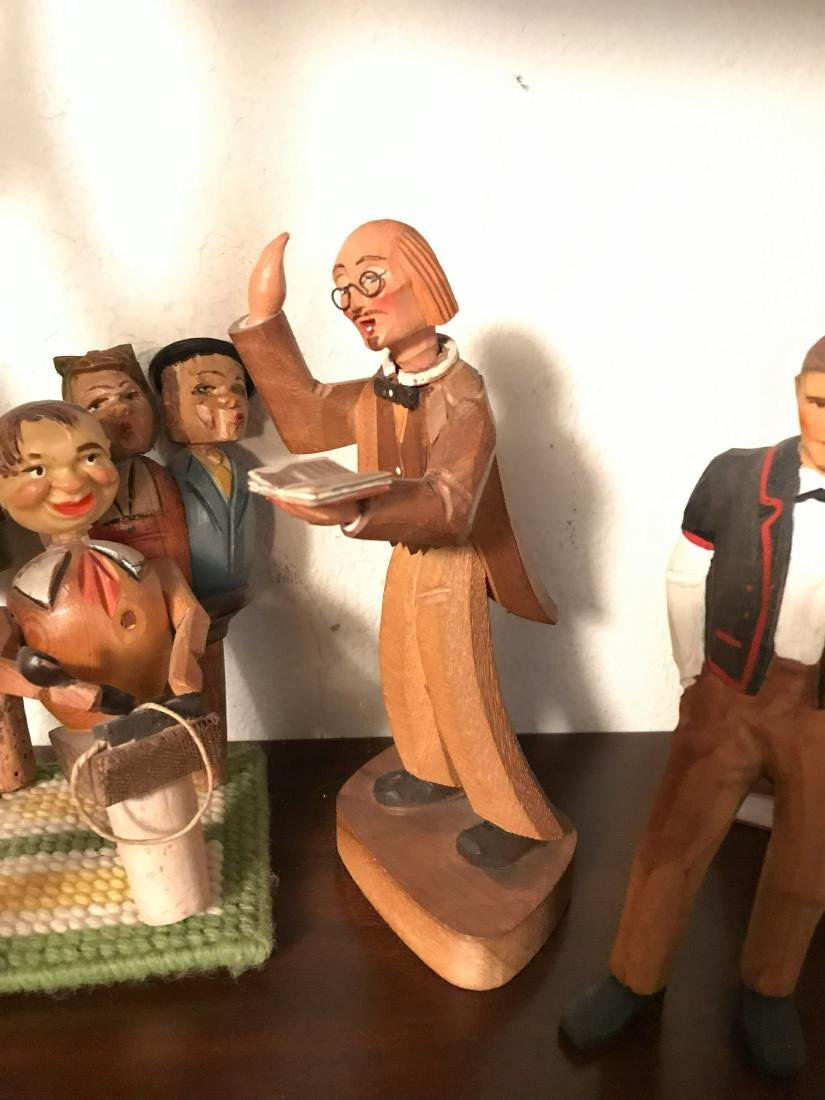 GROUPING OF VINTAGE CARVED WOODEN FIGURES - 3