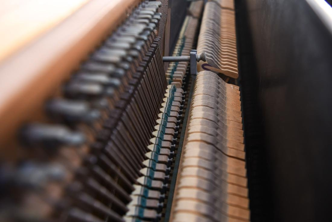 STEINWAY & SONS UPRIGHT PIANO - 10