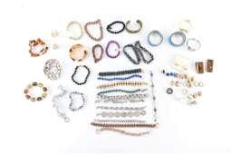 GROUPING OF COSTUME JEWELRY INCL. BRACELETS