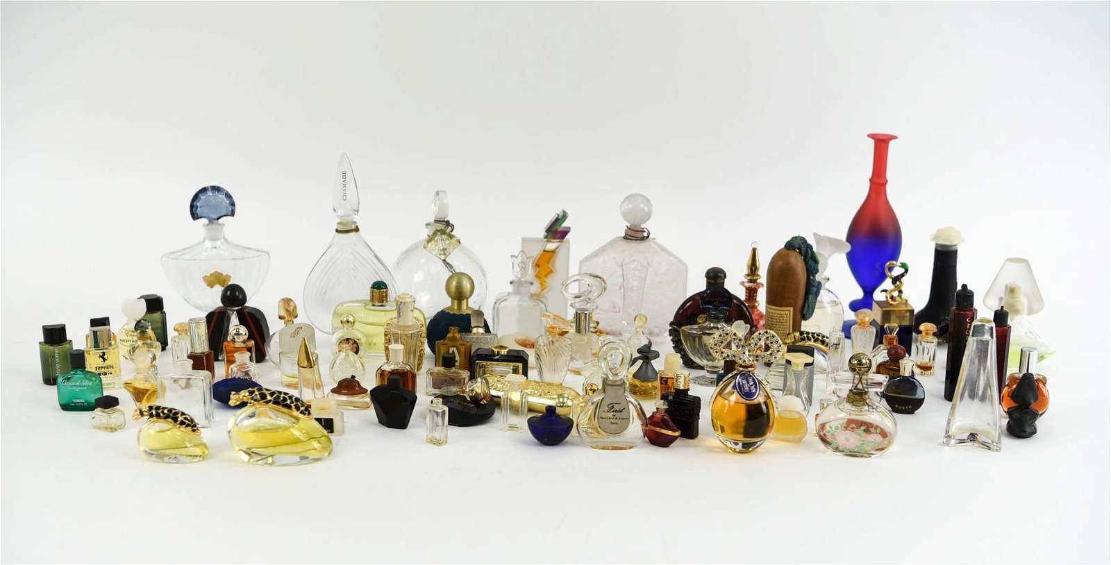 LARGE GROUP OF ANTIQUE/VINTAGE PERFUME BOTTLES