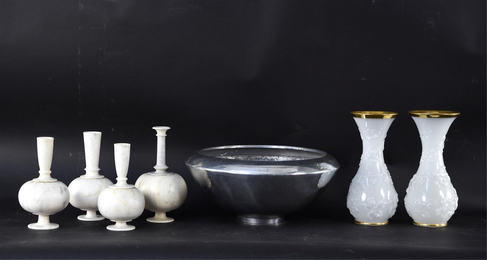 DECORATIVE GROUPING INCL. ALABASTER