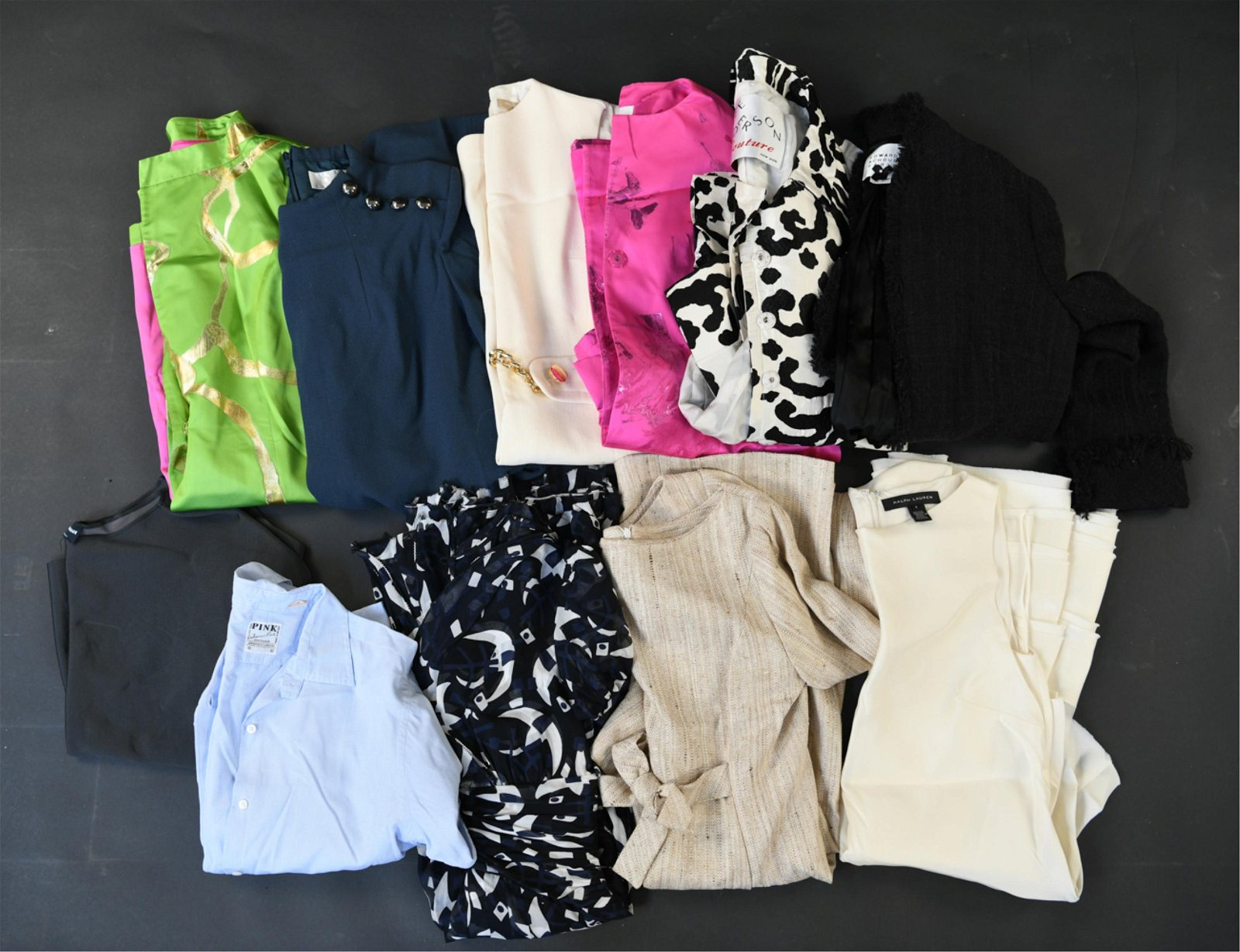 GROUPING OF LADIES CLOTHING