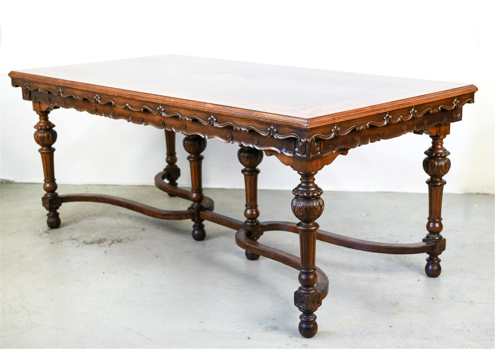 INLAID AND CARVED MAHOGANY EXTENSION TABLE