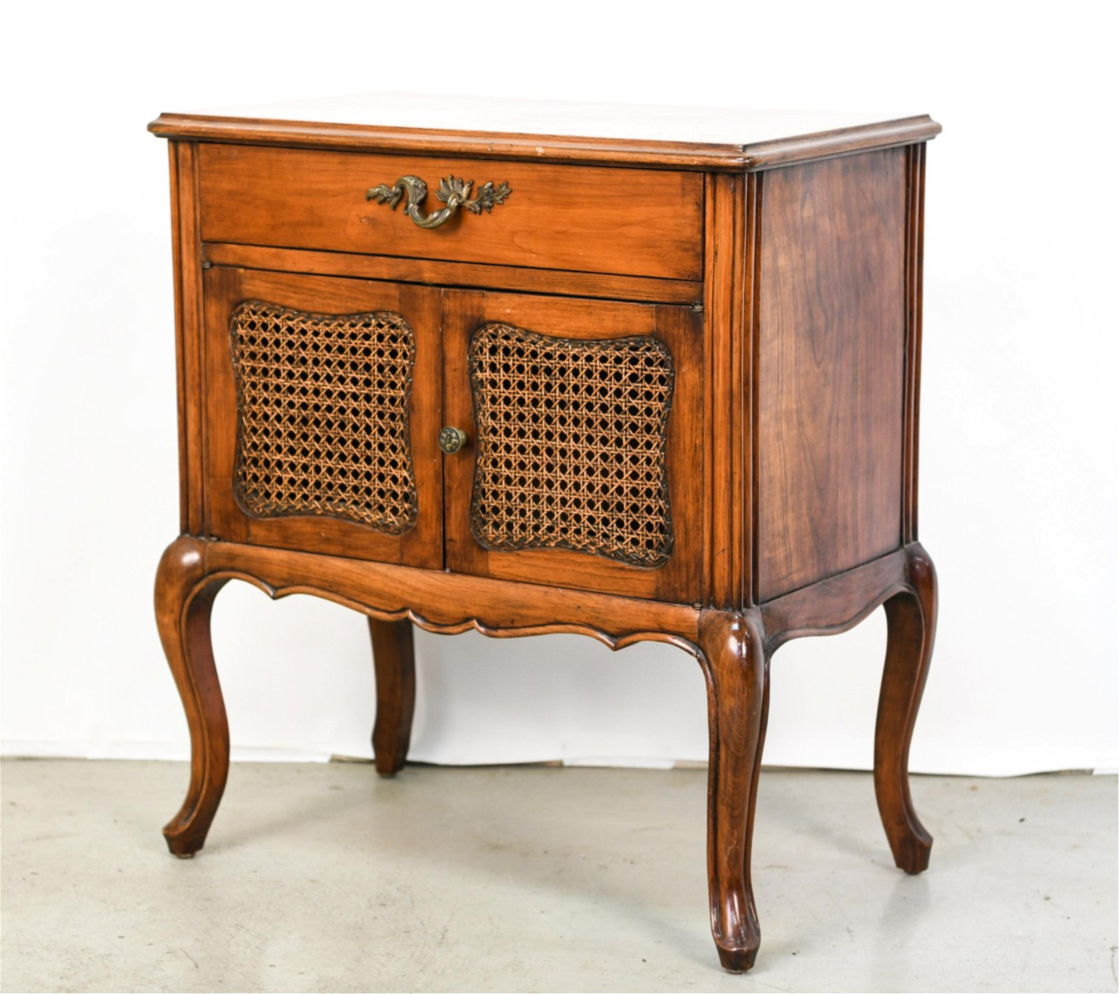 SMALL FRENCH COUNTRY STYLE CABINET