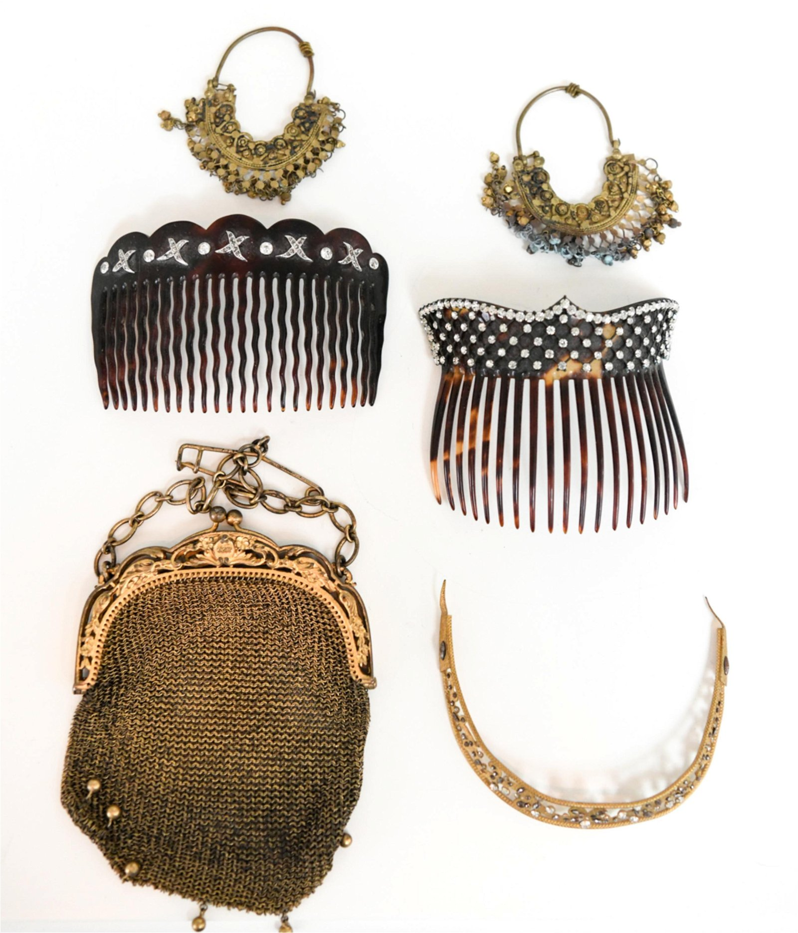 ANTIQUE ACCESSORY GROUPING