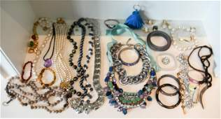 GROUPING OF CONTEMPORARY COSTUME JEWELRY