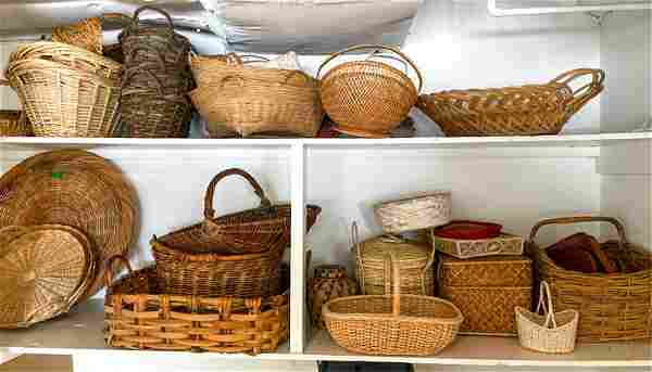 LARGE GROUPING OF BASKETS