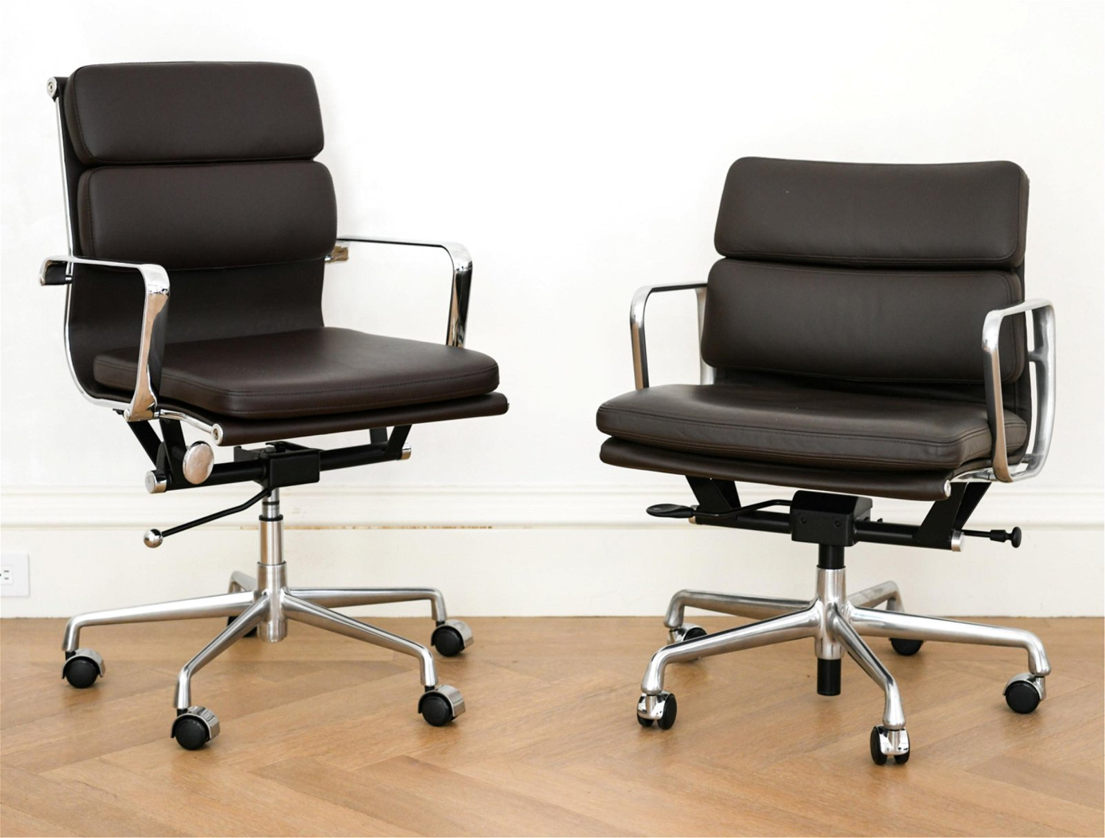 (2) OFFICE CHAIRS INCL. EAMES FOR HERMAN MILLER