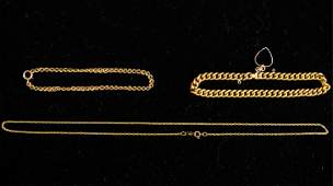 GROUPING OF GOLD JEWELRY INCL CHARM BRACELET
