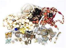 VINTAGE COSTUME JEWELRY GROUPING