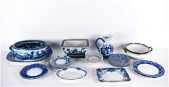 GROUPING OF BLUE & WHITE CERAMICS