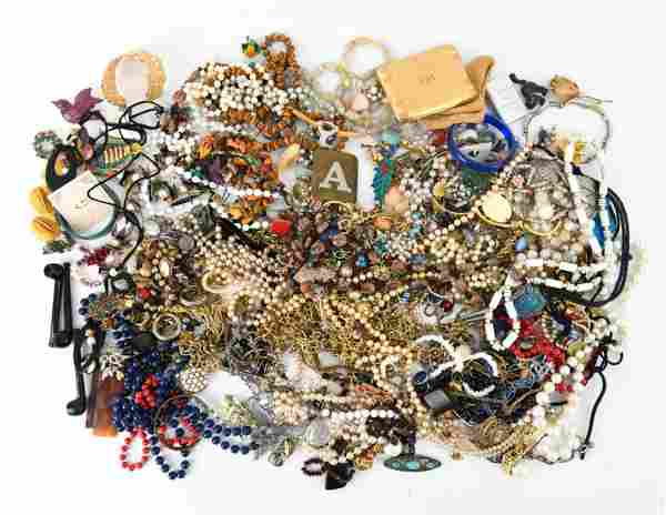 LARGE GROUPING OF COSTUME JEWELRY INCL VINTAGE