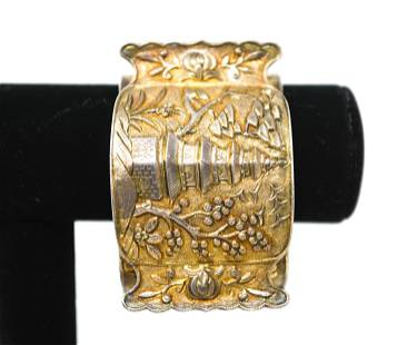 EARLY 20TH C. CHINESE REPOUSSE SILVER BANGLE