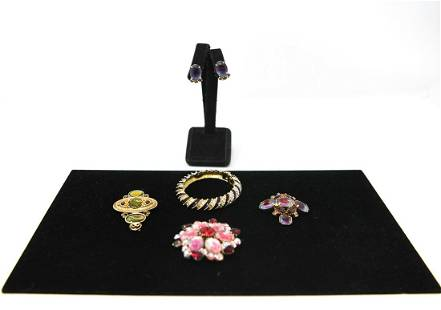 GROUPING OF VINTAGE COSTUME JEWELRY INCL. KJL