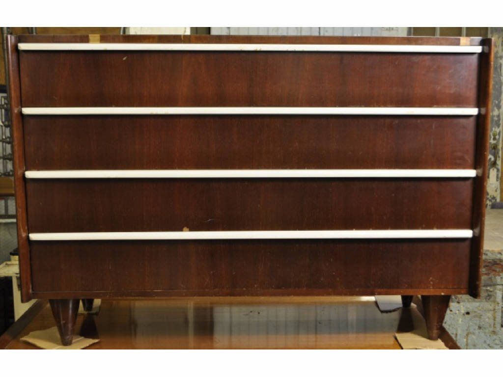 9: GILBERT ROHDE FOR HERMAN MILLER 4 DRAWER DRESSER
