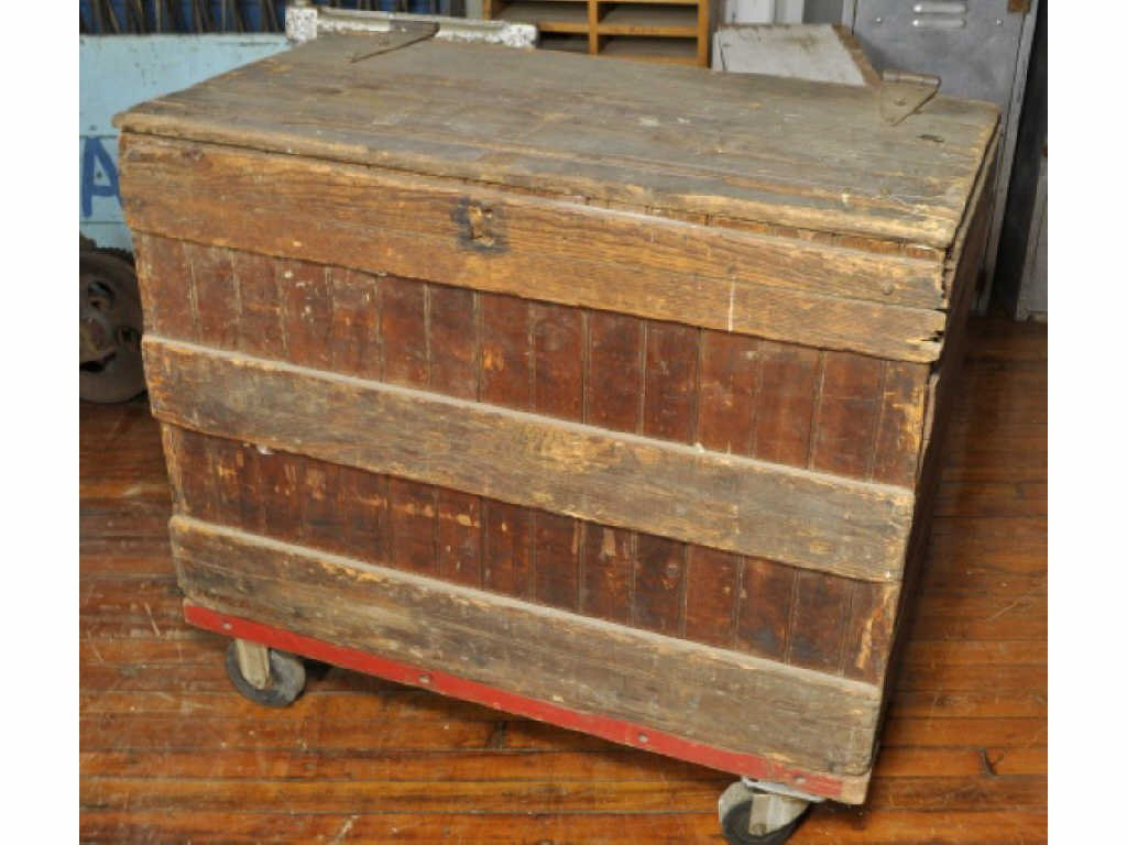 445: WOODEN TOOL CHEST ON WHEELS