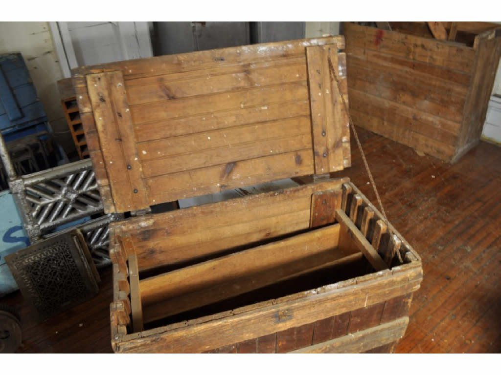 445: WOODEN TOOL CHEST ON WHEELS - 3