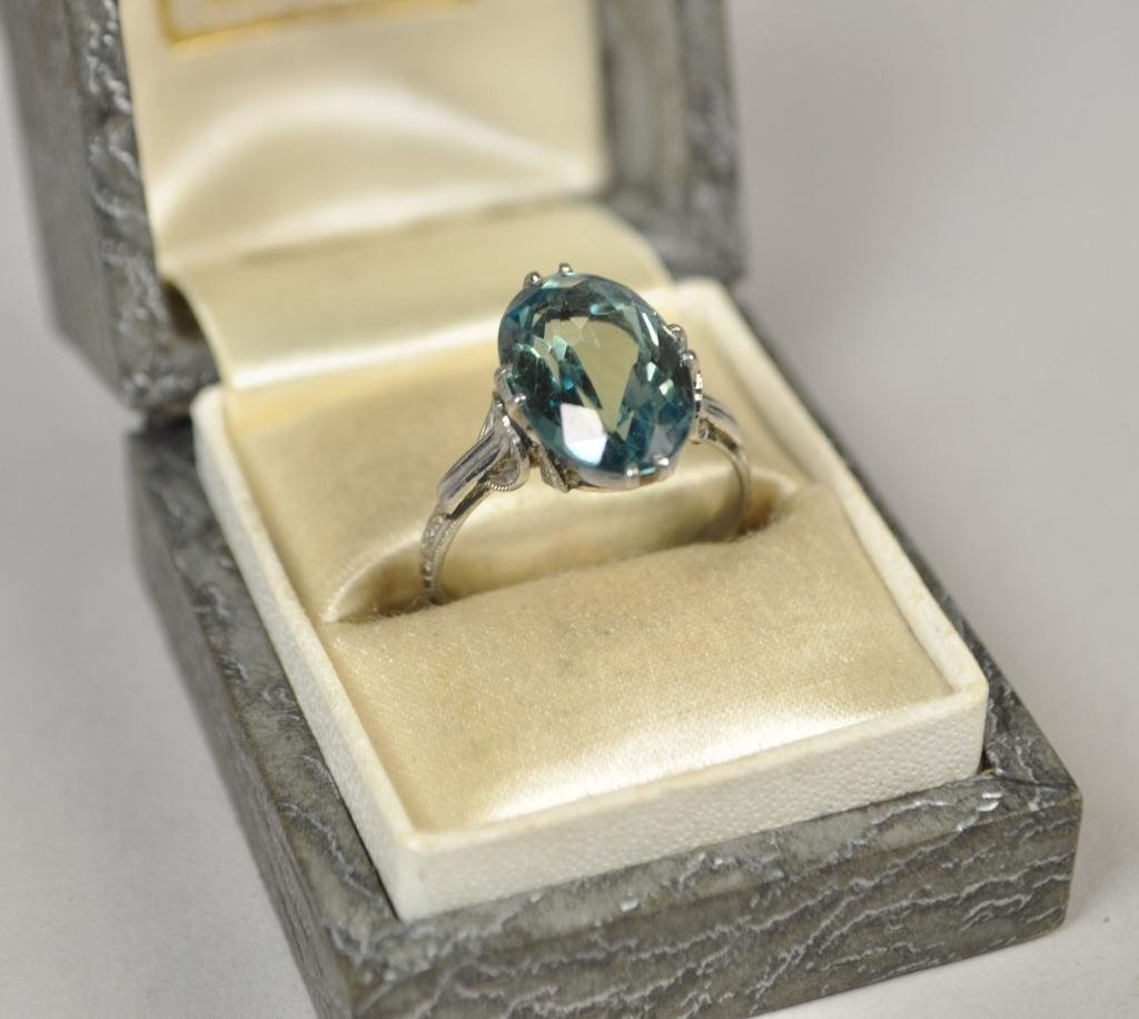 9K WHITE GOLD RING WITH AQUAMARINE COLORED STONE