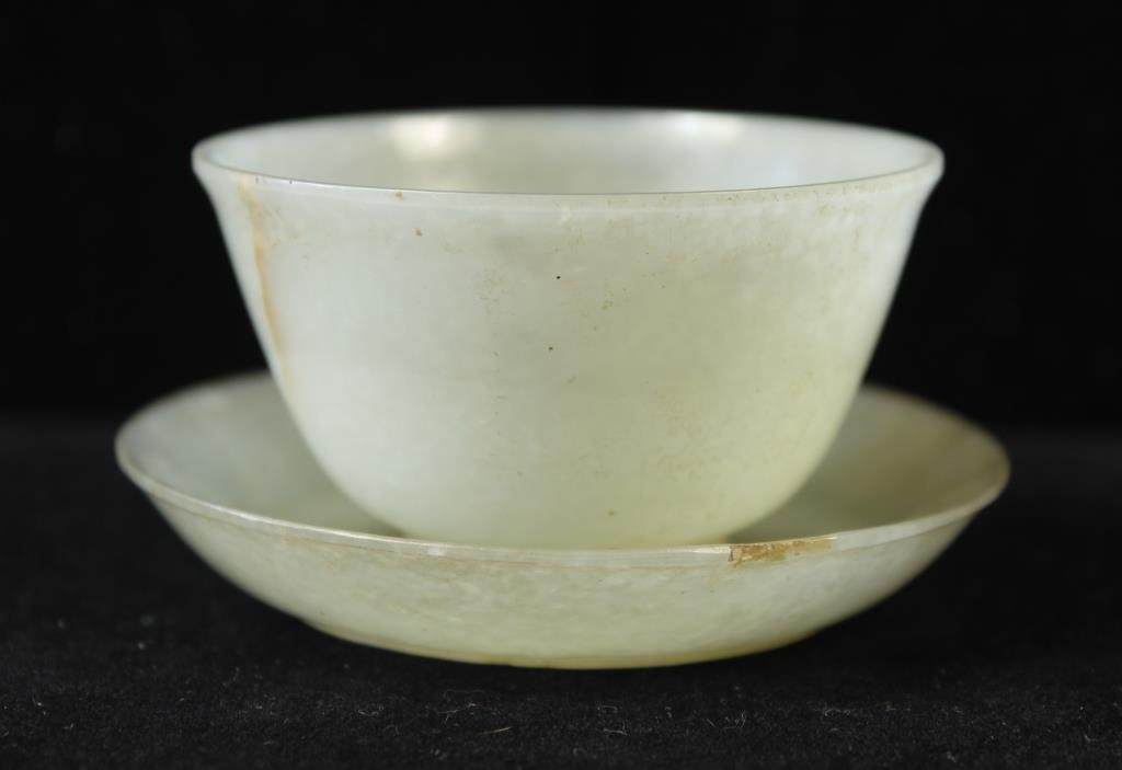 QING DYNASTY OR EARLIER JADE BOWL AND UNDERPLATE
