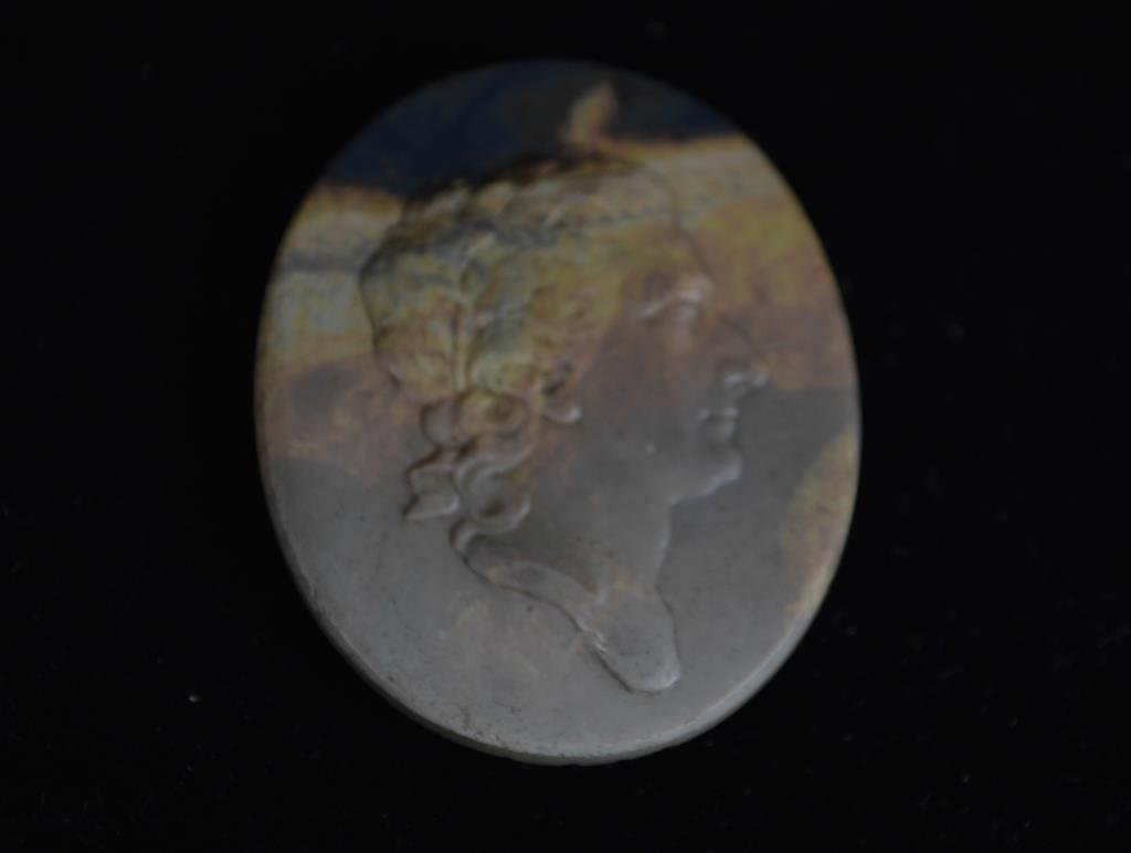 EARLY 19TH CENTURY CARVED AGATE CAMEO