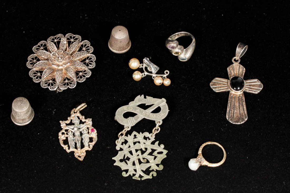 JEWELRY GROUPING INCL. STERLING AND GOLD