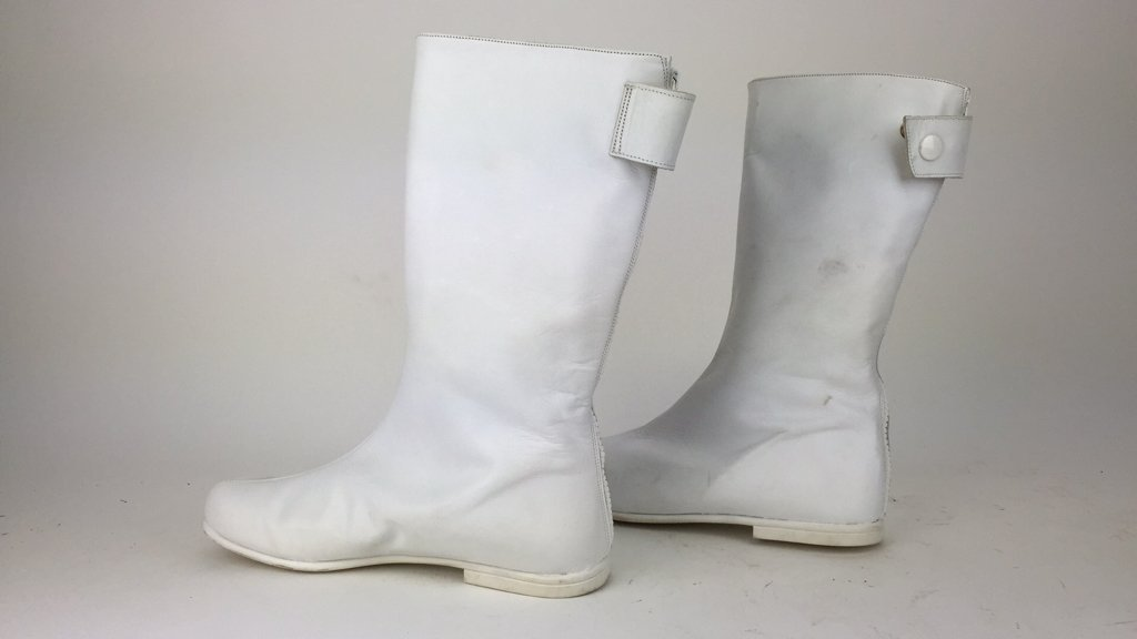 ATTR. COURREGES LEATHER GOGO BOOTS