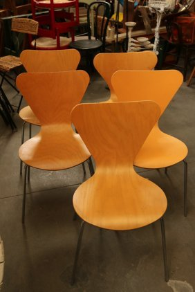 Set Of (5) Arne Jacobsen Butterfly Chairs