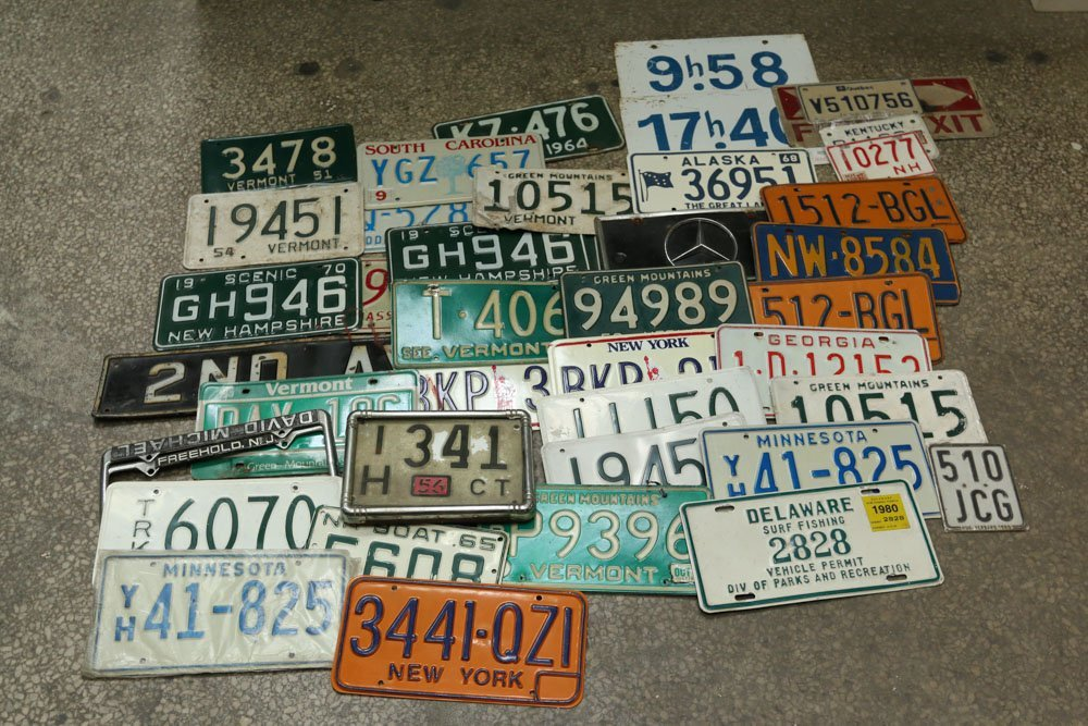 Small lot of vintage license plates and small