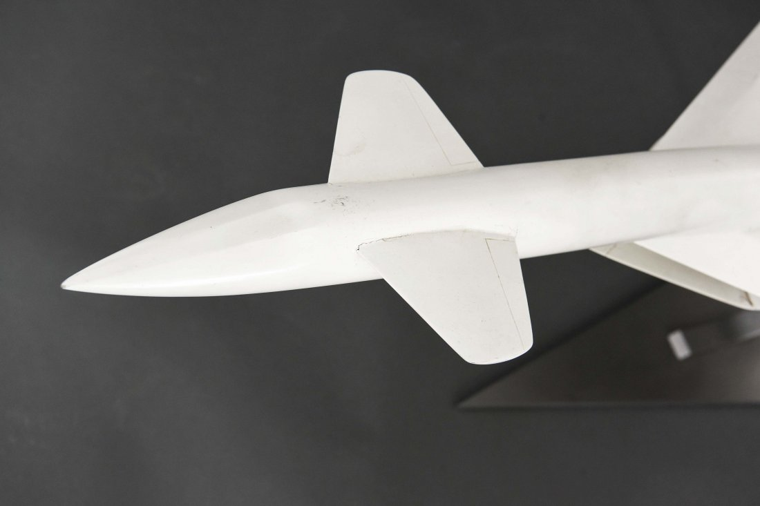 XB-70 VALKYRIE PROTOTYPE AIRPLANE MODEL - 2