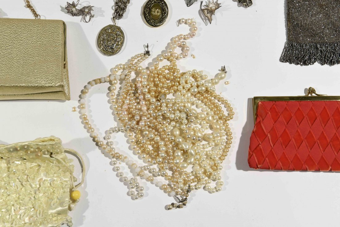 GROUPING OF VINTAGE PURSES AND COSTUME JEWELRY - 3