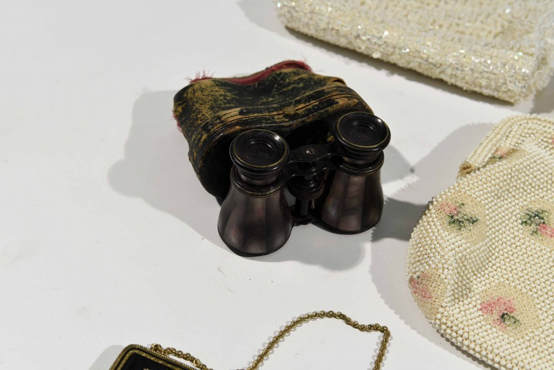 GROUPING OF VINTAGE PURSES AND COSTUME JEWELRY - 8