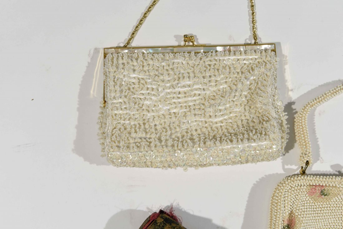 GROUPING OF VINTAGE PURSES AND COSTUME JEWELRY - 9