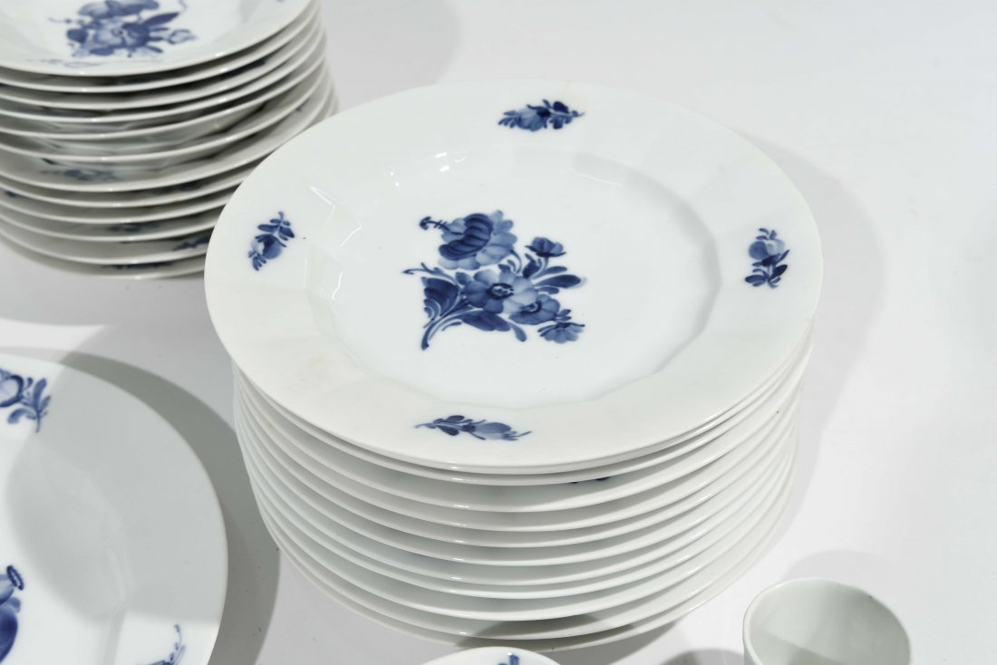 ROYAL COPENHAGEN PORCELAIN DINNER SERVICE - 3