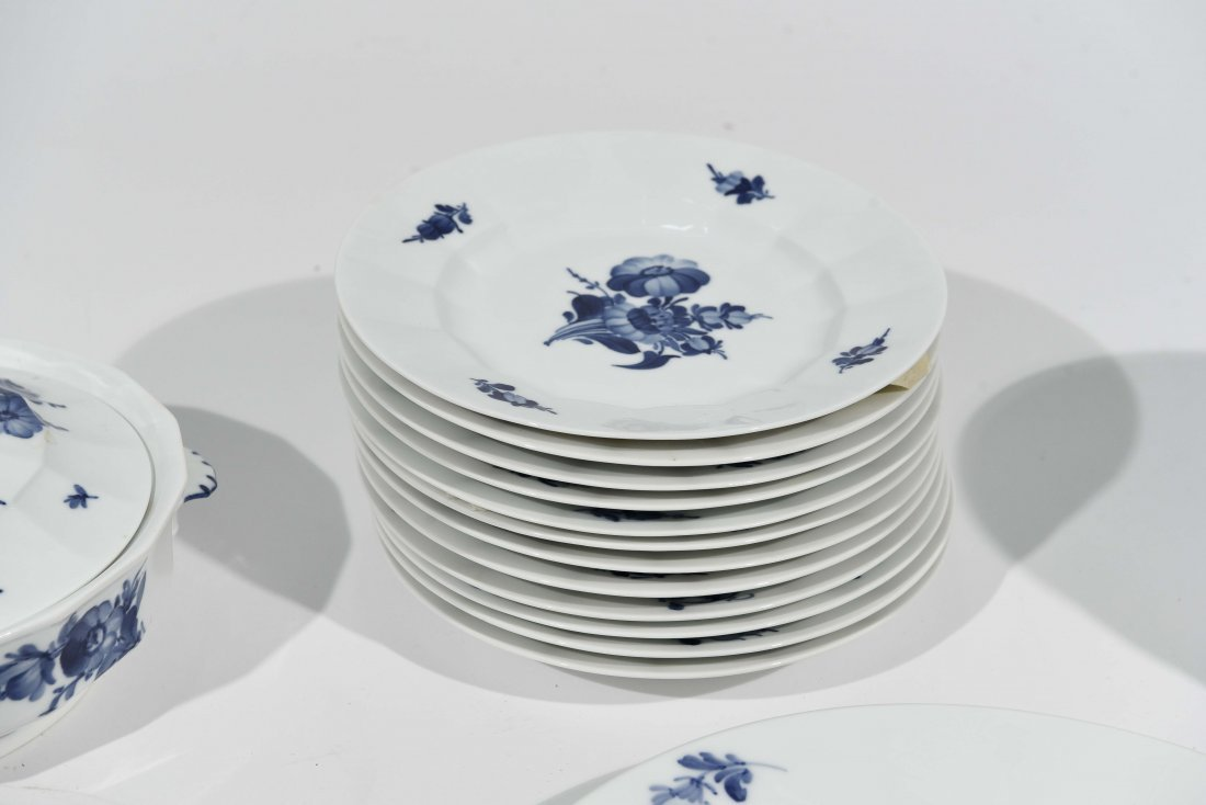 ROYAL COPENHAGEN PORCELAIN DINNER SERVICE - 5