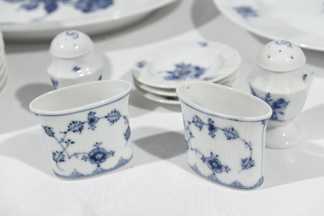 ROYAL COPENHAGEN PORCELAIN DINNER SERVICE - 6