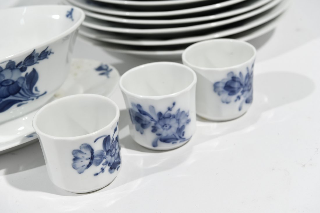 ROYAL COPENHAGEN PORCELAIN DINNER SERVICE - 7