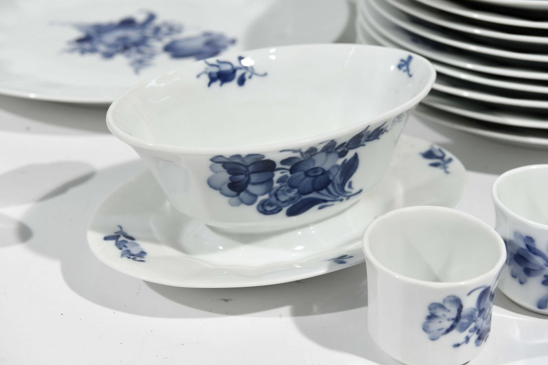 ROYAL COPENHAGEN PORCELAIN DINNER SERVICE - 8