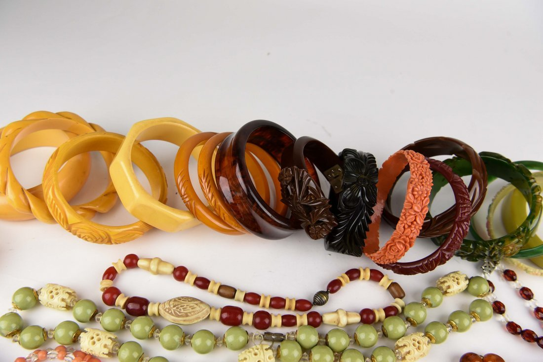 GROUPING OF BAKELITE BANGLES ETC - 10