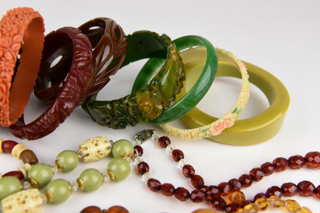 GROUPING OF BAKELITE BANGLES ETC - 3