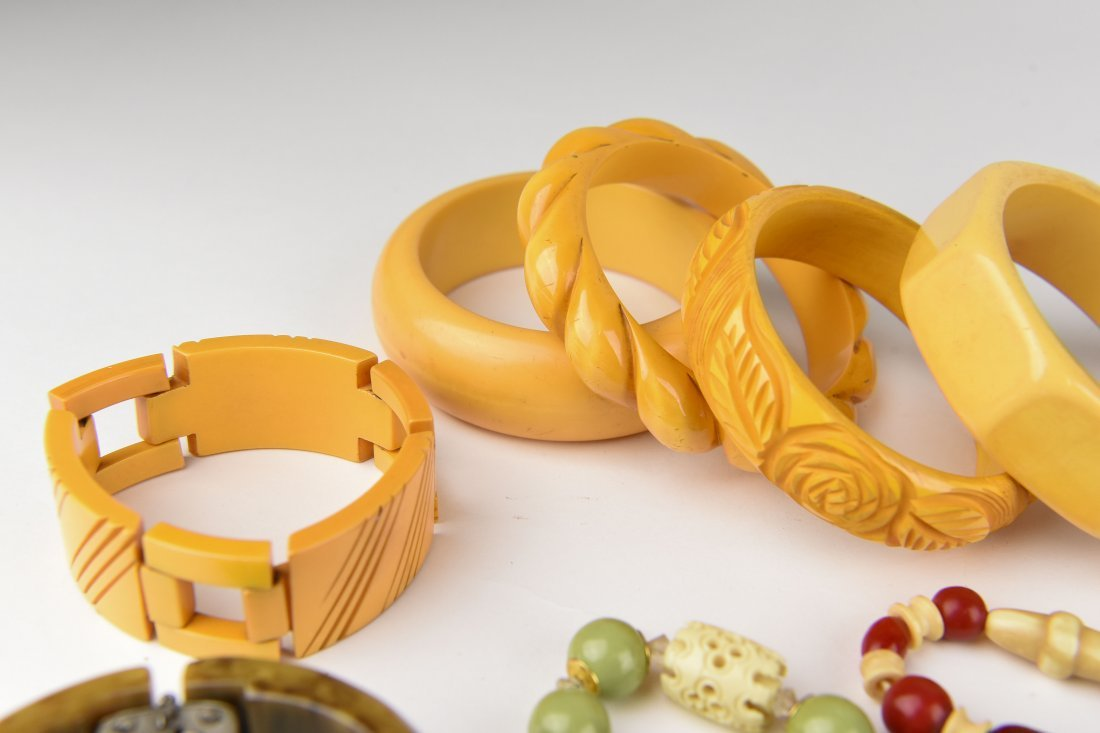 GROUPING OF BAKELITE BANGLES ETC - 6
