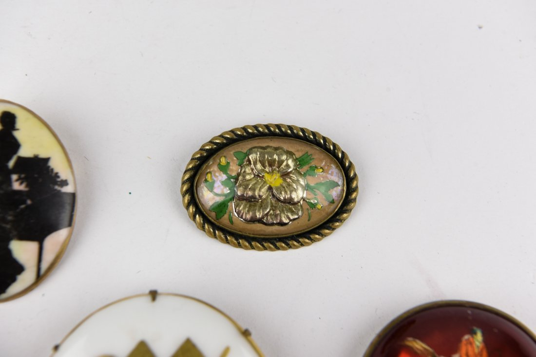 GROUP OF VINTAGE BROOCHES - 5